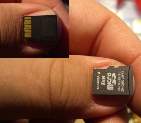 MicroSD Speicherkarte auf Daumen