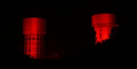 Wassertürme Hamm bei Nacht in Rot